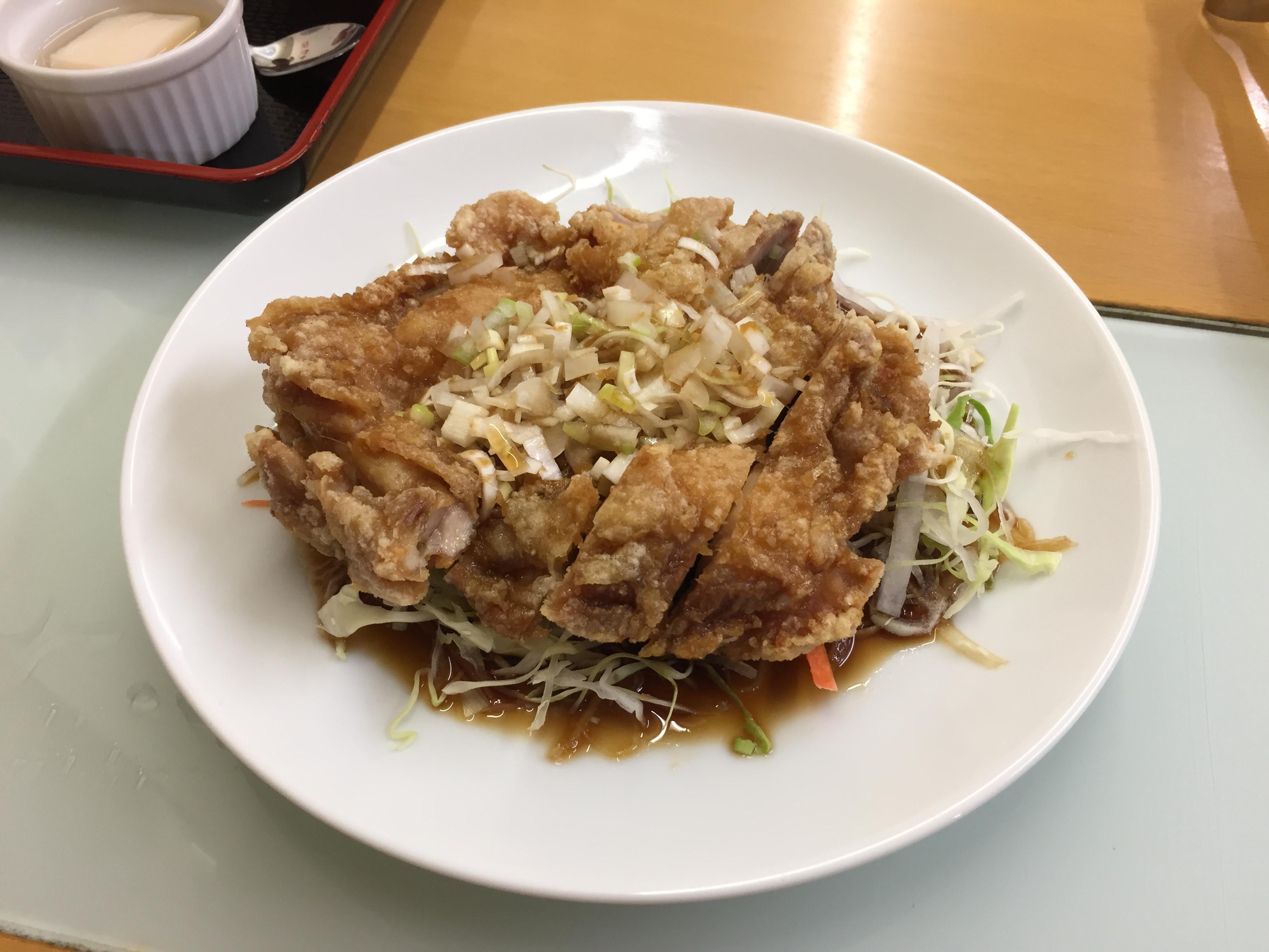 ユーリンチ(若鶏の甘酢ソースかけ) 900円